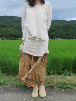 タイの生成りシャツ