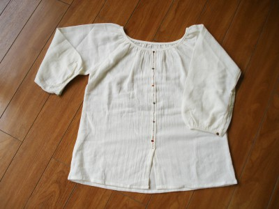 生成りのシャツ 品番 E